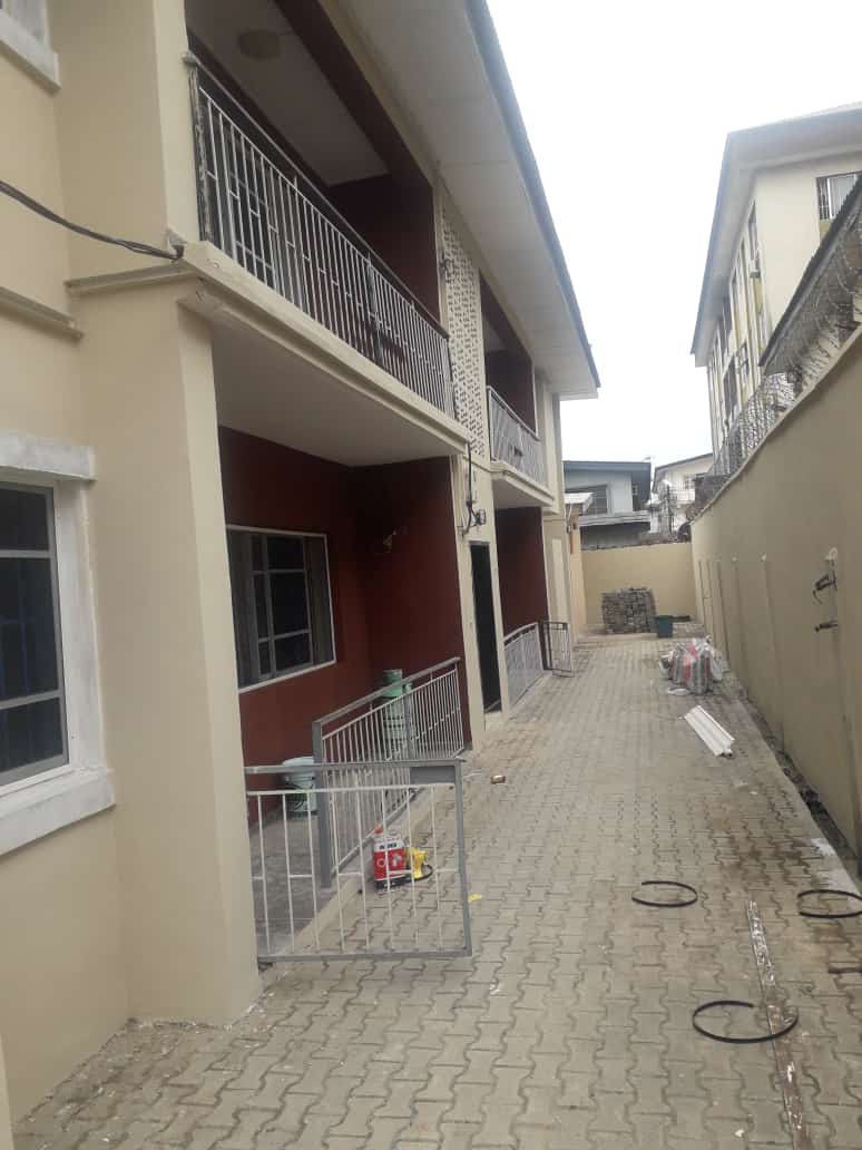 NEWLY RENOVATED 3 BEDROOM FLAT IN SURULERE
