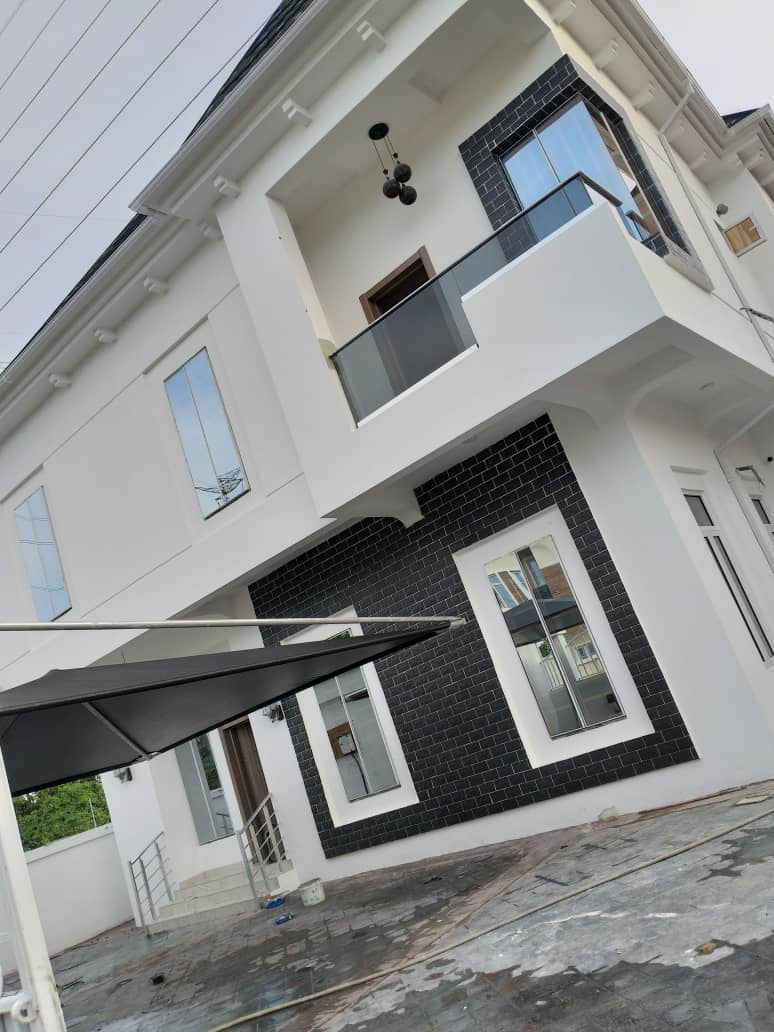 Super Luxurious 5 Bedroom Fully Detached Duplex For Sale