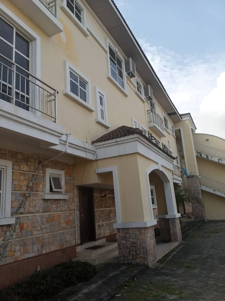For Sale: 3 bedrooms Terrace Apartment In Oniru