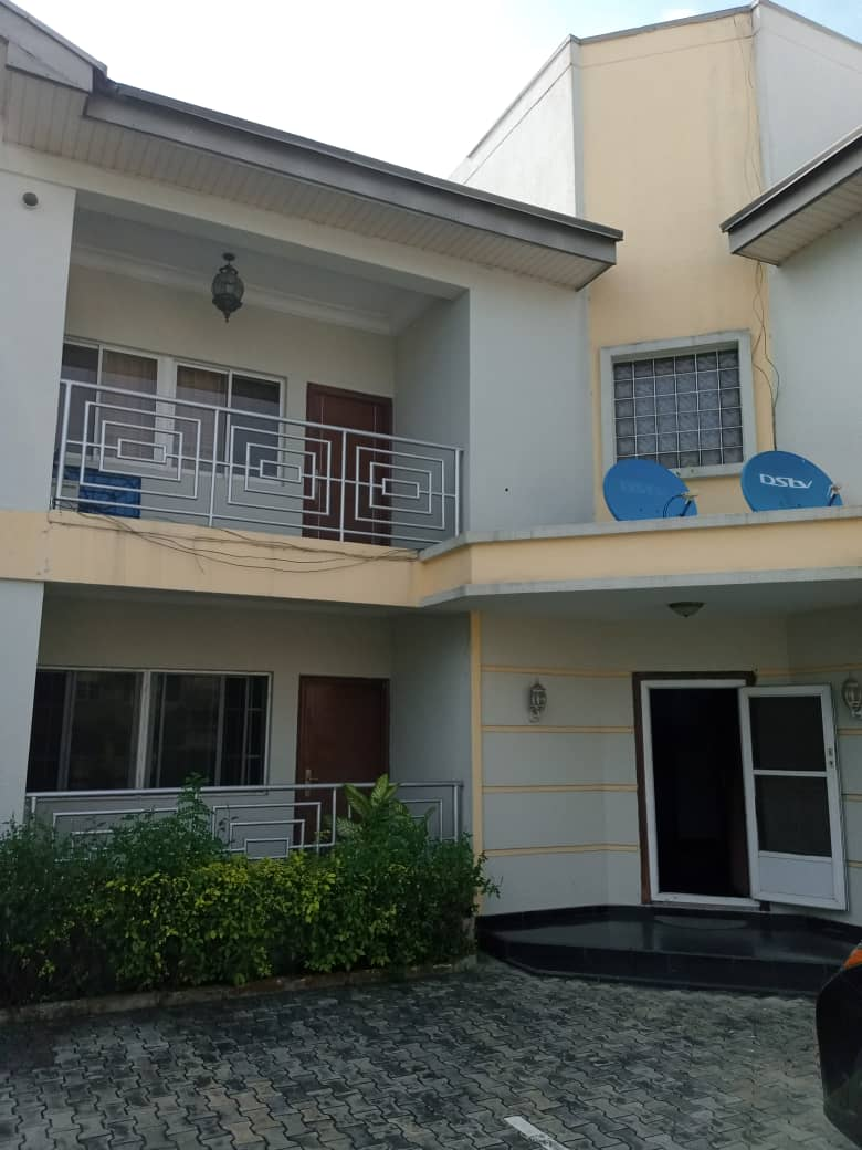 For Rent: 3 bedroom Flat with BQ In Lekki