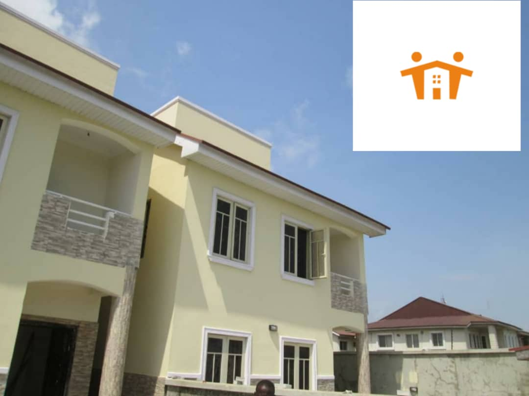 For Sale: 5 bedrooms semi detached house with a staff room