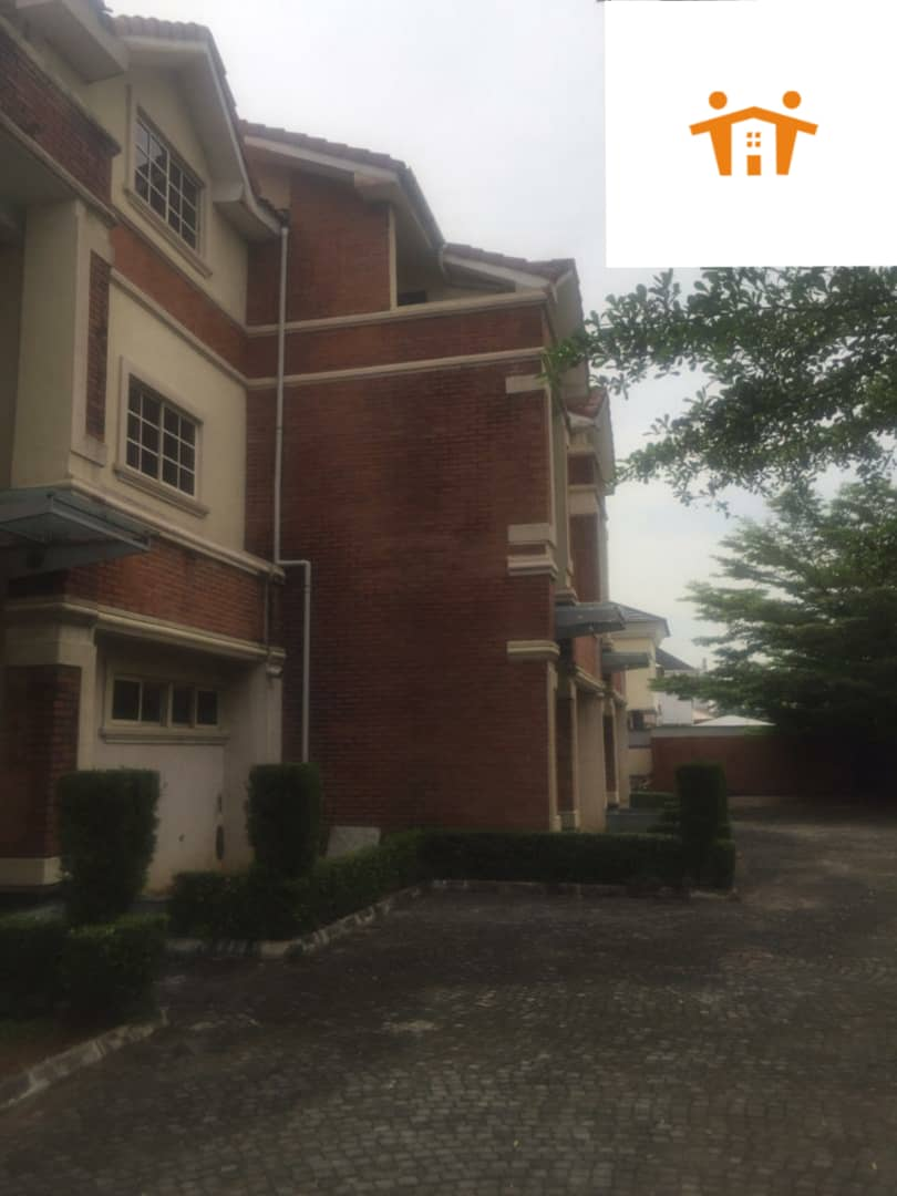 4 Bedroom terrace for rent at lekki phase 1