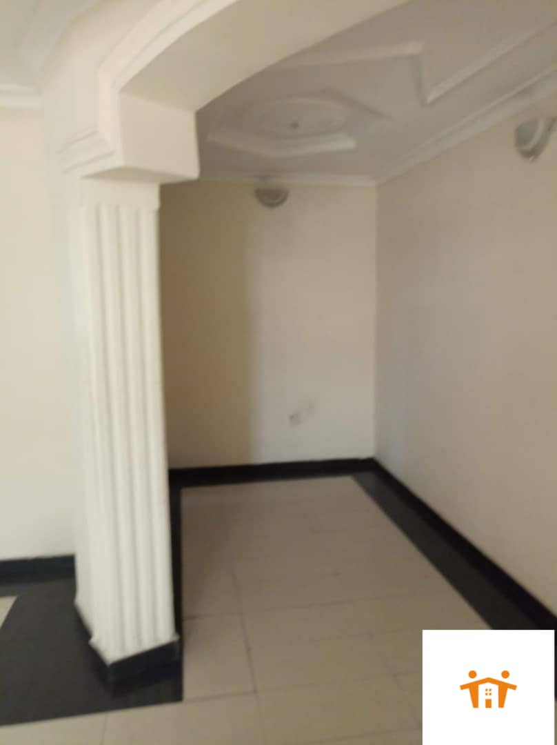 A lovely & spacious 3 bedroom serviced apartment For Rent