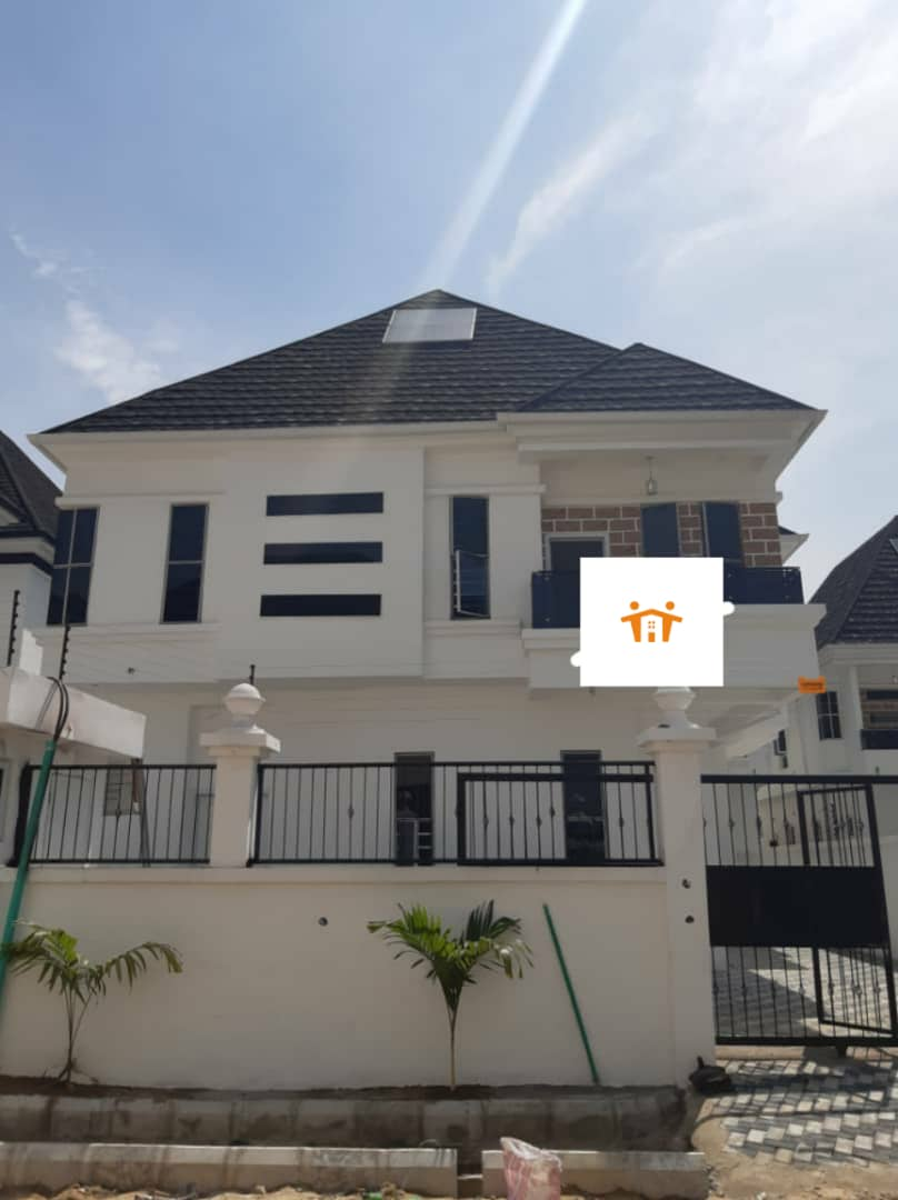 Luxurious 5 bedroom Duplex 4 Sale