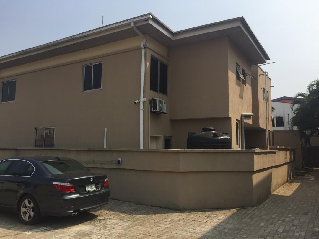 Exclusively and well finished 3 Bedroom terrace in lekki phase1
